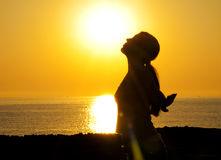woman-silhouette-sun-16064679